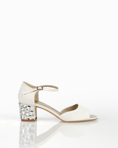 Satin bridal sandals with beaded low heel. 2018 AIRE BARCELONA Collection.