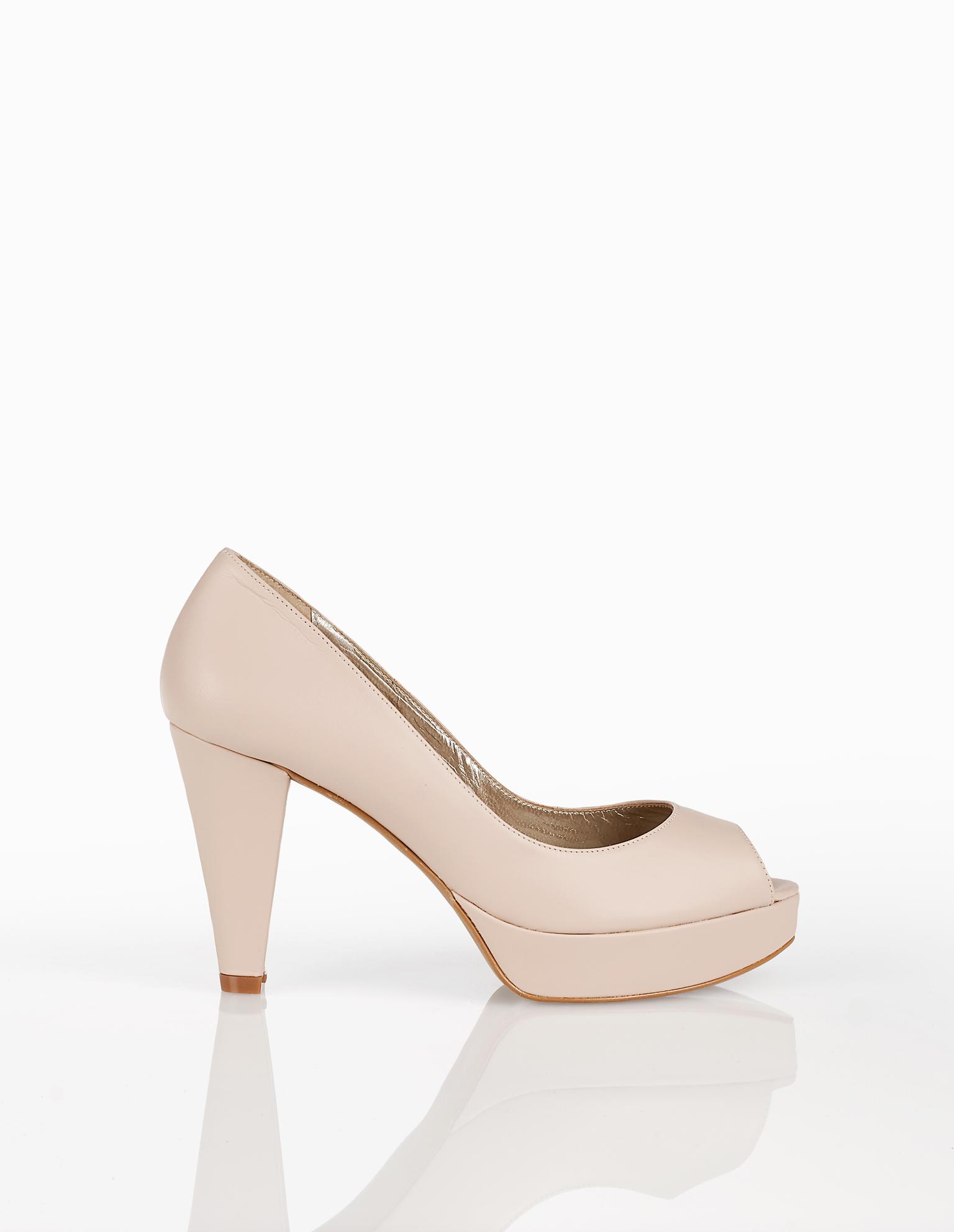 Sapatos de noiva estilo peeptoe de pele, com plataforma e salto alto, disponíveis em cor natural, prateado, nude e dourado. Coleção AIRE BARCELONA 2018.