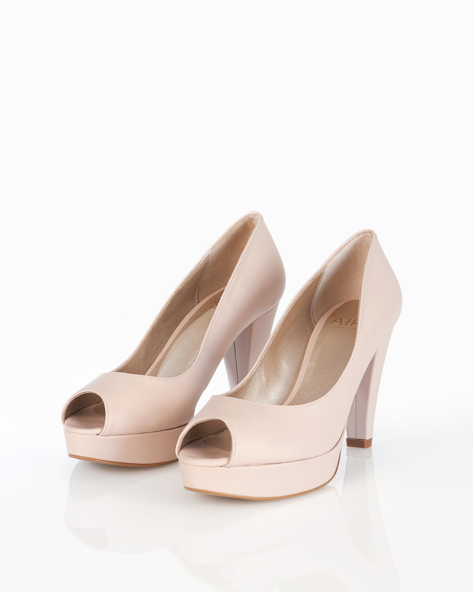 Zapato de novia estilo peeptoe en piel, con plataforma y tacón alto, disponible en natural, plata, nude y oro. Colección AIRE BARCELONA 2018.