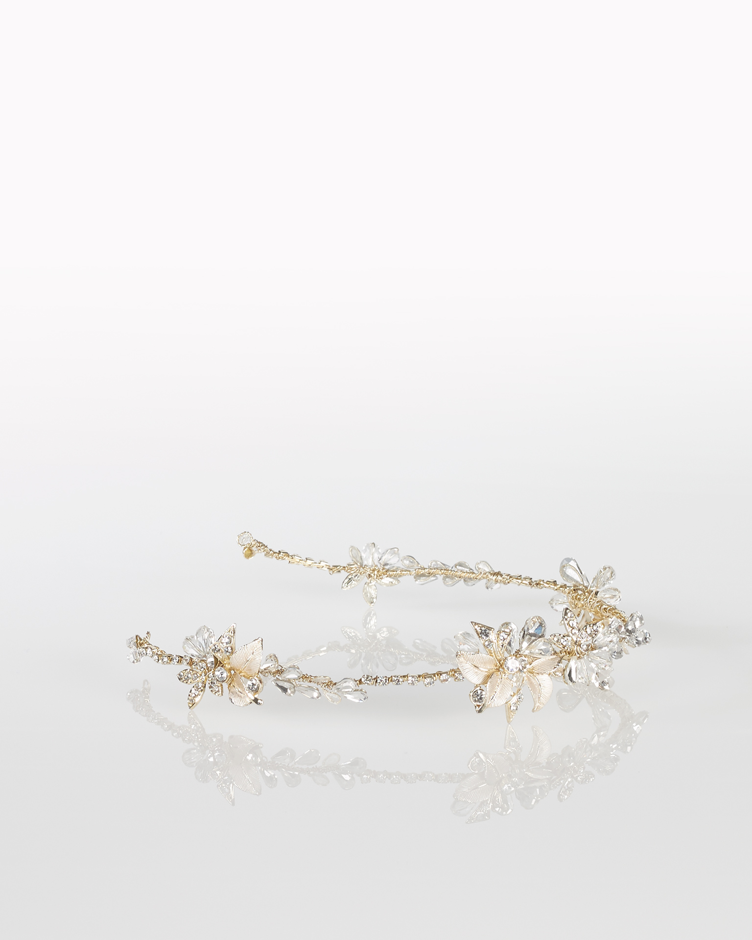 Metal and crystal bridal diadem, in gold. 2018  Collection.
