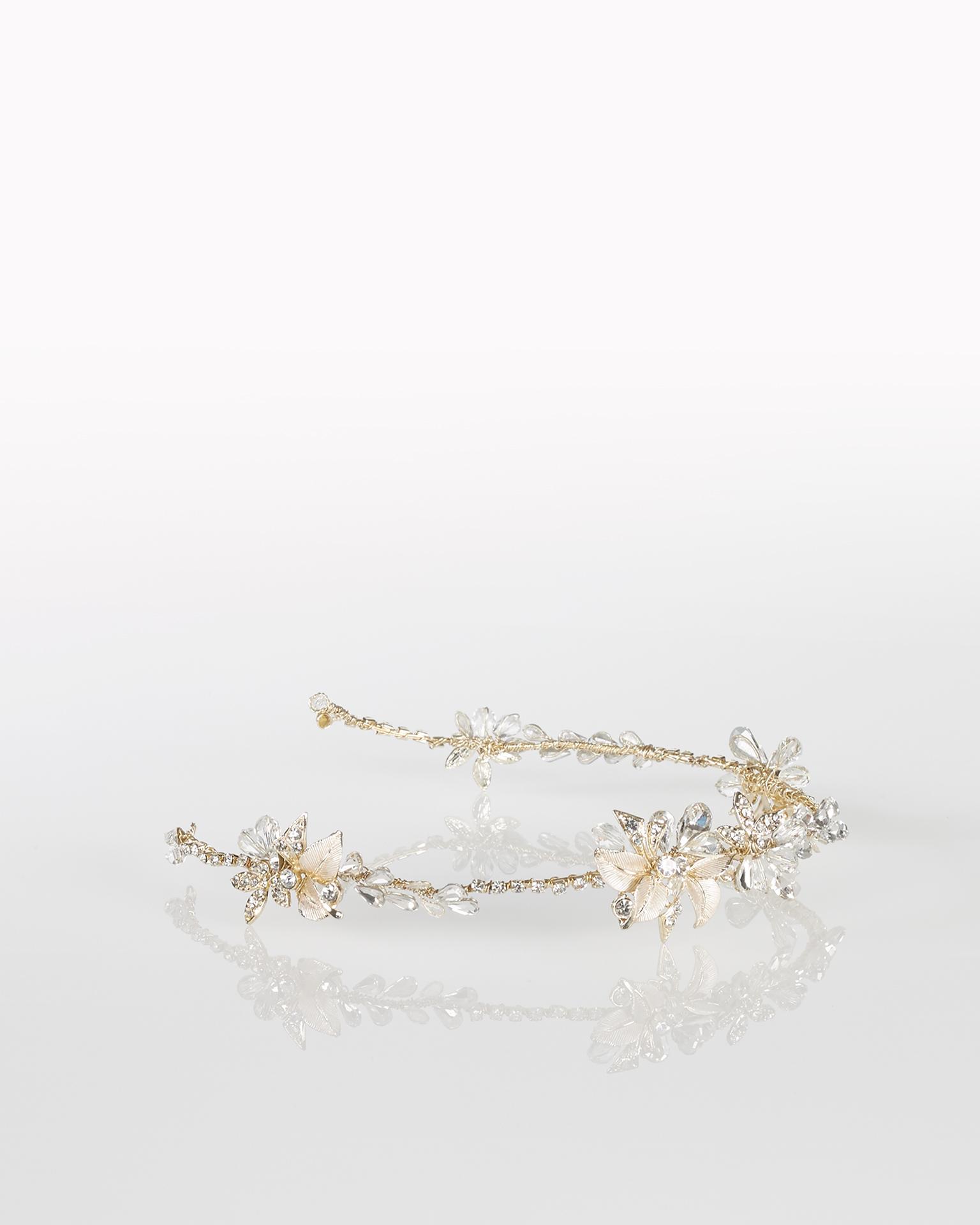 Serre-tête de mariée en métal et cristal, de couleur or. Collection  2018.