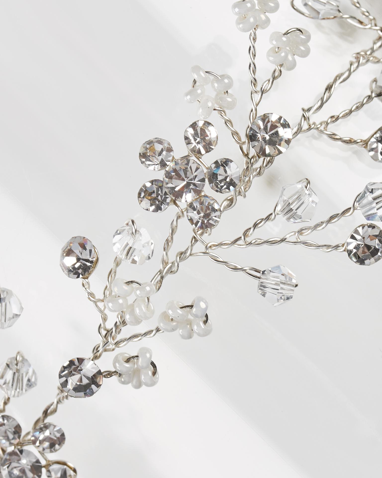 Diadema da sposa in fibra metallica e cristallo con nastro di organza, colore argento. Collezione  2018.