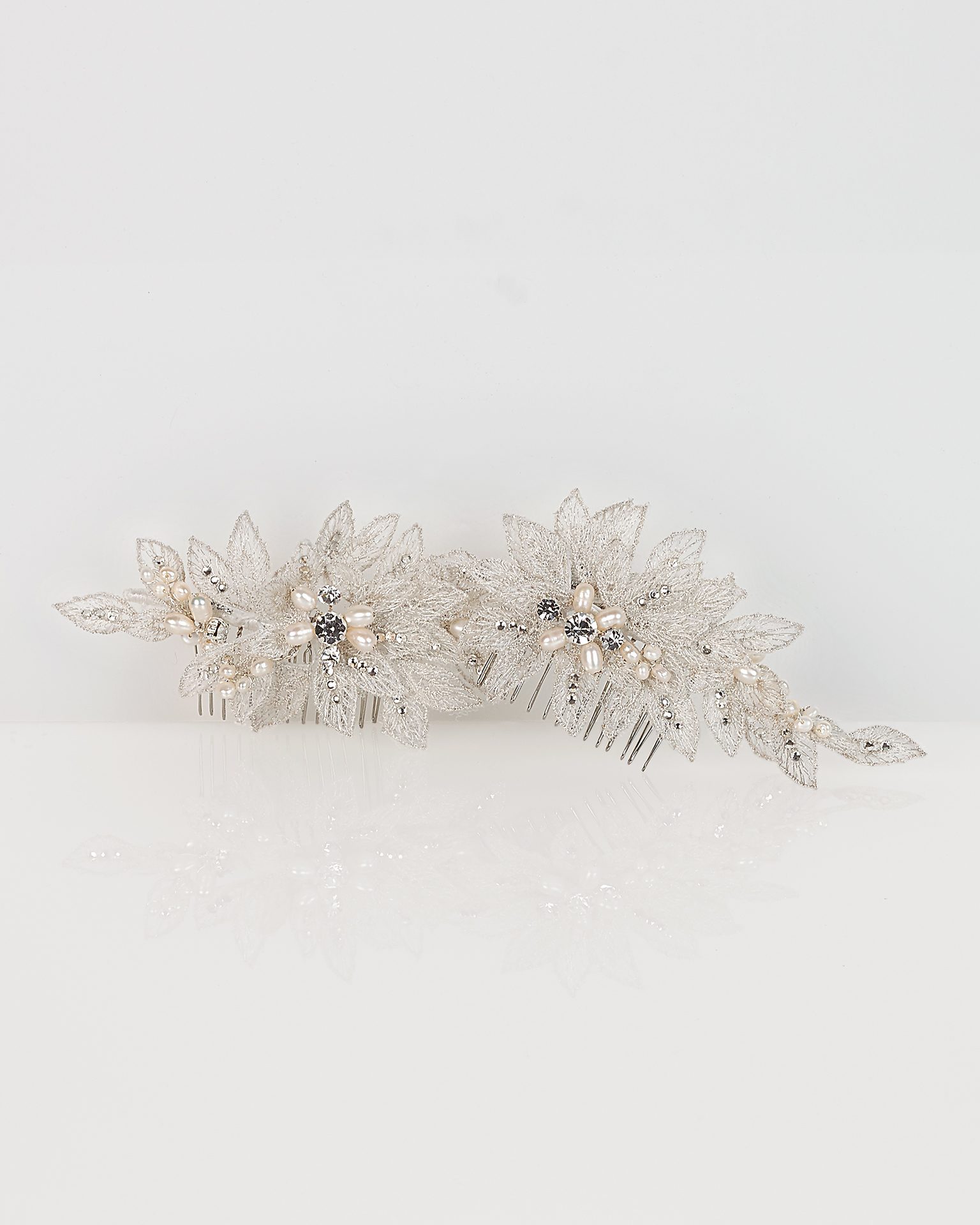 Set of lace and crystal bridal mantilla combs, in silver/natural (2 units). 2018  Collection.