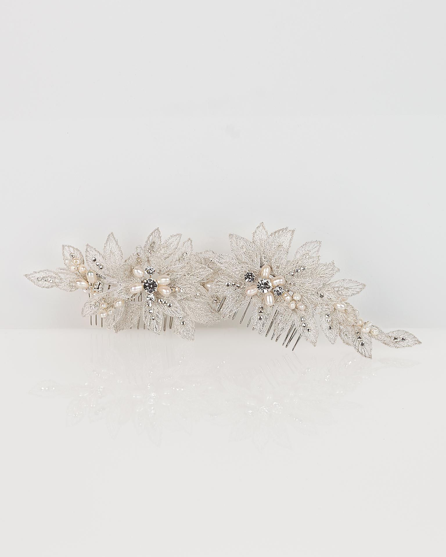Set pettinini da sposa in pizzo e cristallo, 2 pz., colore argento/naturale. Collezione  2018.