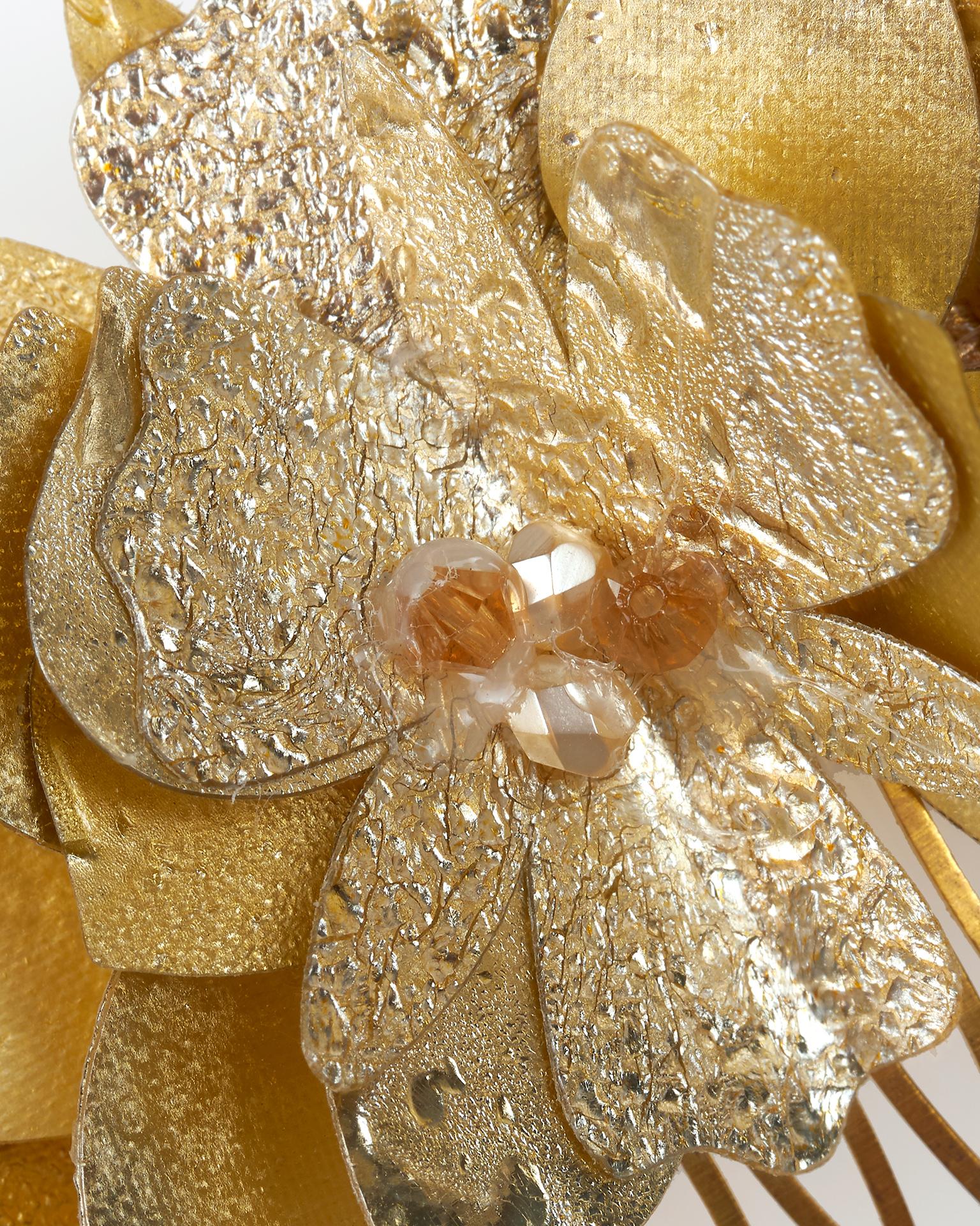 Peigne de mariée en métal, disponible en couleur argent et or. Collection  2018.