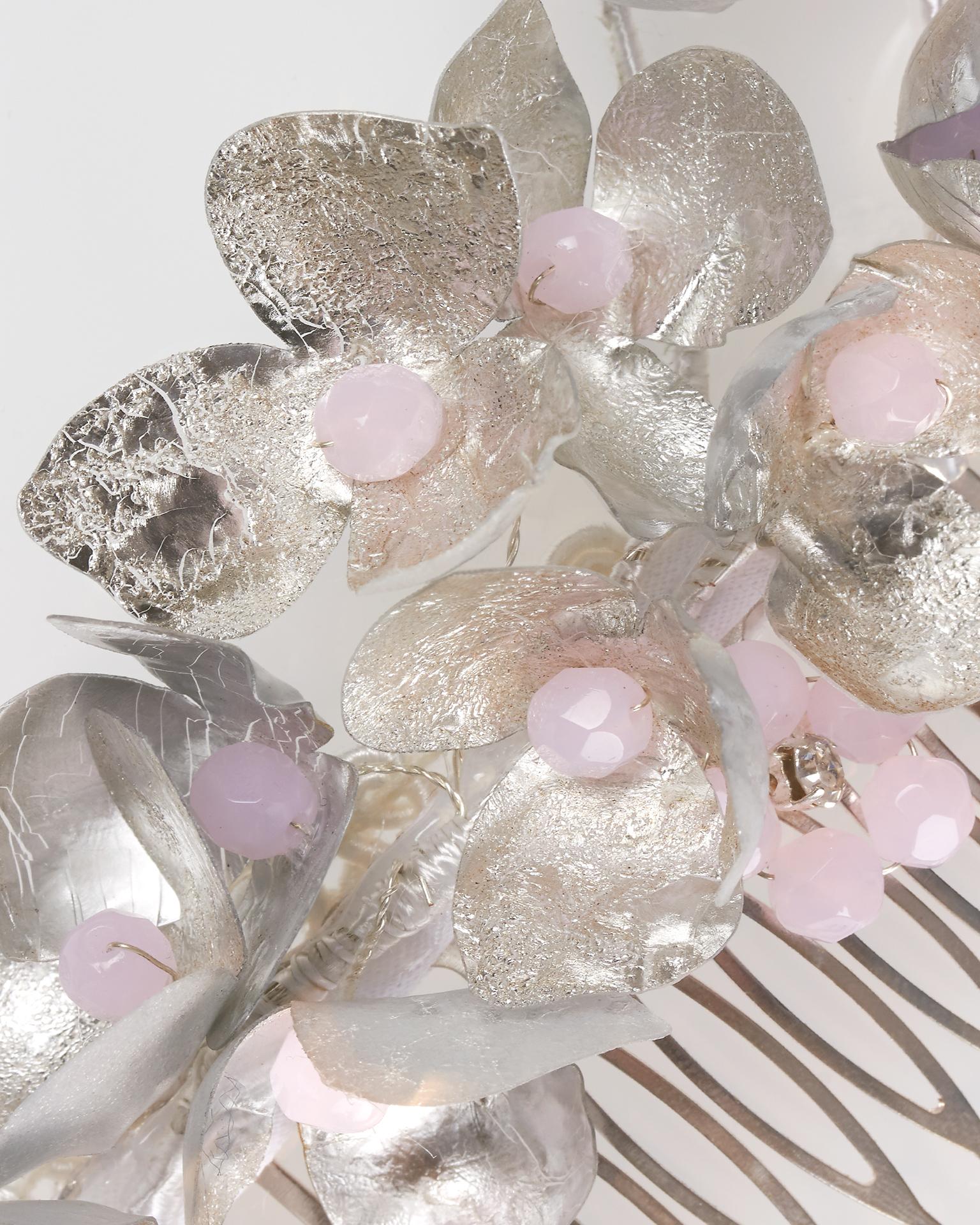 Pieptene de mireasă din metal, de culoare argintie/roz. Colecția  2018.