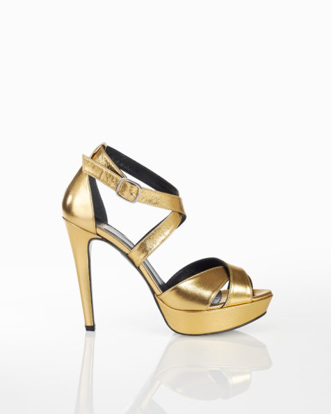 Leather cocktail platform sandals with closed high heel, available in dune and gold. 2018 FIESTA AIRE BARCELONA Collection.