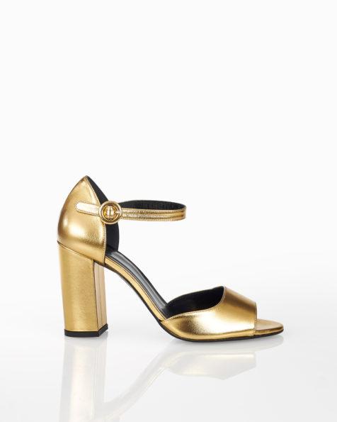 Cocktail-Sandalette aus Leder mit mittelhohem Absatz und geschlossener Ferse, erhältlich in Dune und Gold. Kollektion FIESTA AIRE BARCELONA 2018.