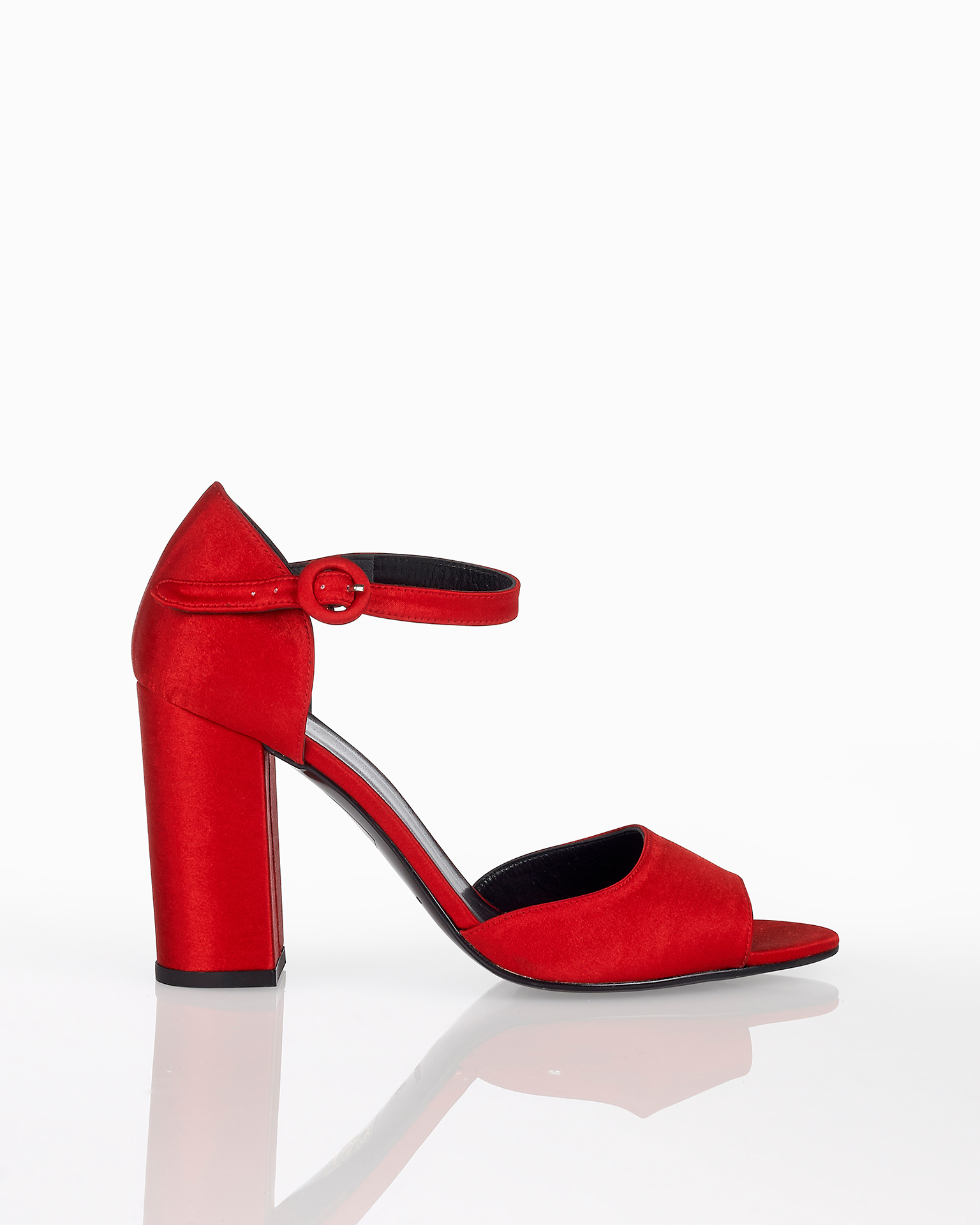 Satin cocktail sandals with closed mid heel, available in a cobalt, lead, red and black. 2018 FIESTA AIRE BARCELONA Collection.