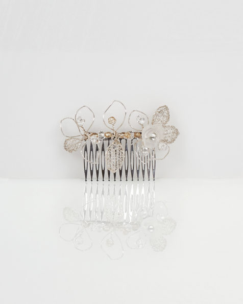 Lia jewelled leaf-design silver wire and crystal mantilla comb, in silver. 2018 AIRE BARCELONA Collection.
