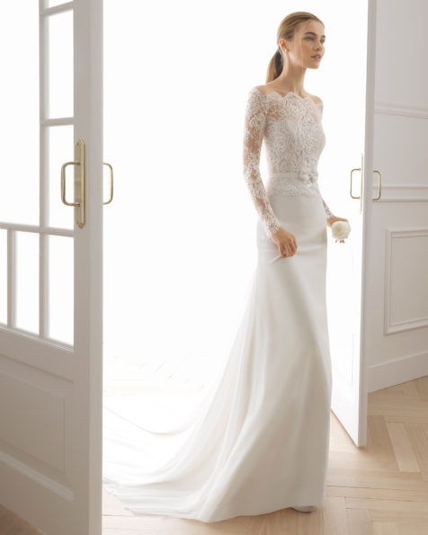A-line wedding dress in beaded lace and chiffon. Bateau neckline and long sleeves with beaded lace back. Available in natural. 2019 AIRE BARCELONA Collection.