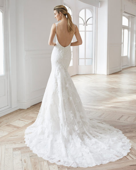 Mermaid-style wedding dress in beaded lace. Deep-plunge neckline with beaded straps and low back. Available in natural/nude and natural. 2019 AIRE BARCELONA Collection.