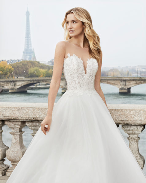 Princess-style beaded lace and tulle wedding dress. Sweetheart neckline and lace back with sheer inserts. Available in natural. 2019 AIRE BARCELONA Collection.