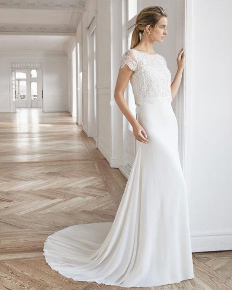 波西米亚风绉绸乔其纱珠饰蕾丝新娘婚纱。一字领短袖设计。 有米白色可选。 AIRE BARCELONA 新品系列 2019.