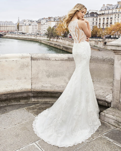Mermaid-style wedding dress in beaded lace. Halter neckline and back with beaded lace. Available in ivory. 2019 AIRE BARCELONA Collection.