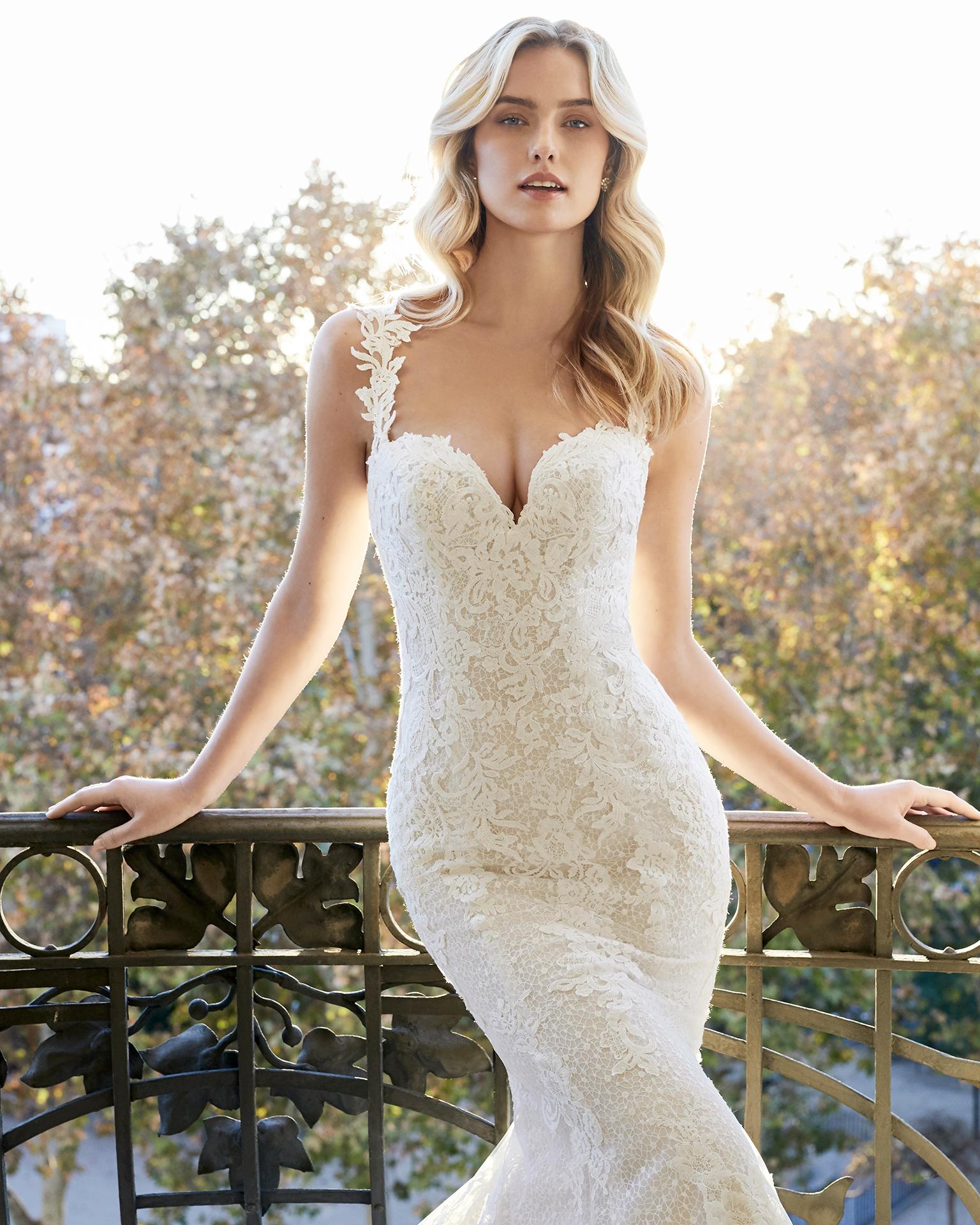 ea6b12b6e Vestido de noiva corte sereia de renda. Decote em forma de coração e costas  com