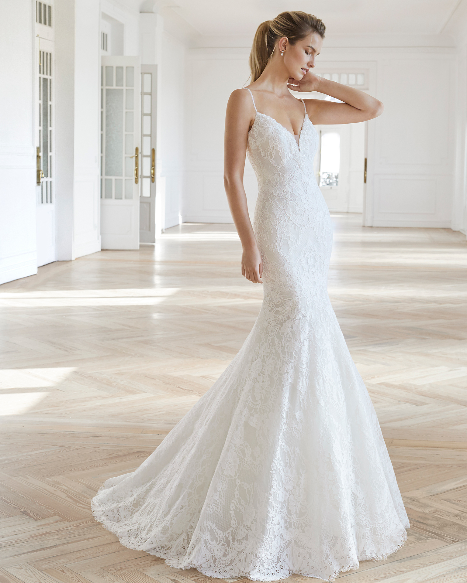 Mermaid-style wedding dress in beaded lace. V-neckline with beaded straps and V-back. Available in natural and natural/nude. 2019 AIRE BARCELONA Collection.