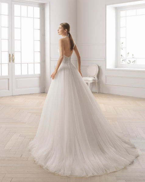 Princess-style beaded lace and tulle wedding dress. Halter neckline and low back. Available in natural. 2019 AIRE BARCELONA Collection.
