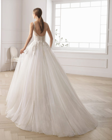Romantic lace and tulle wedding dress. Illusion neckline and low back. Available in natural. 2019 AIRE BARCELONA Collection.