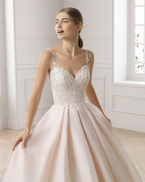 Classic wedding dress in gazar and beaded lace. Sweetheart neckline and V-back. Available in rose and natural. 2019 AIRE BARCELONA Collection.
