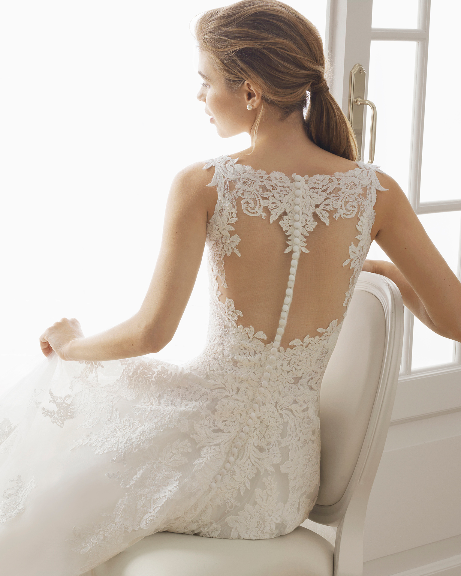 Romantic lace and tulle wedding dress. V-neckline and lace back with sheer inserts. Available in natural. 2019 AIRE BARCELONA Collection.