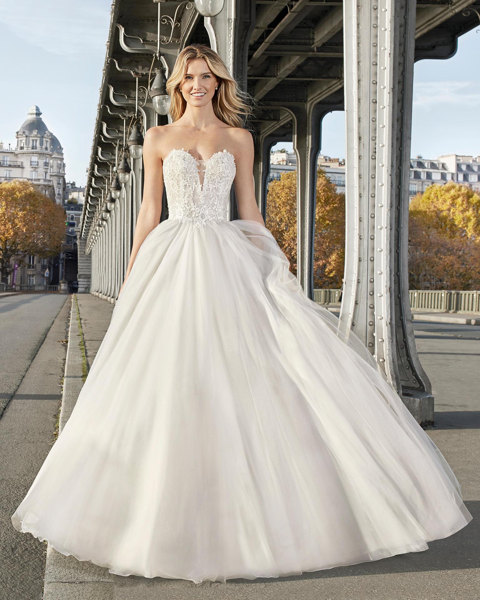 Vestido de novia color hielo
