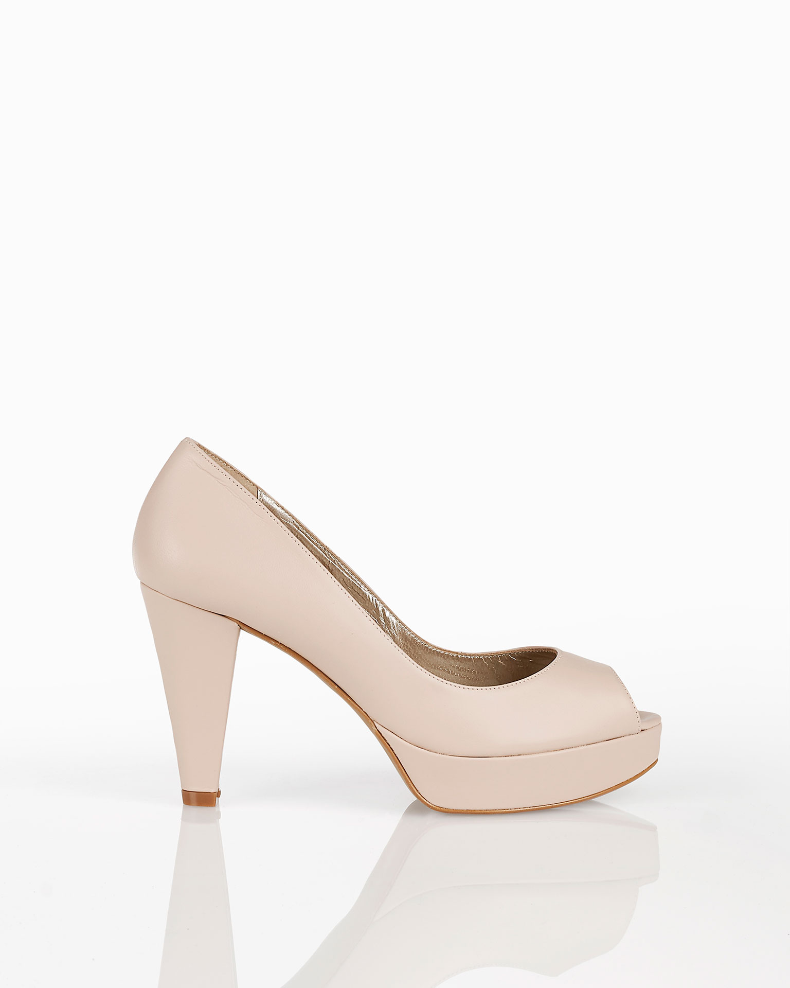 高跟鱼嘴皮革新娘厚底鞋,有米白色、银色、裸色和金色可选。 AIRE BARCELONA 新品系列 2019.
