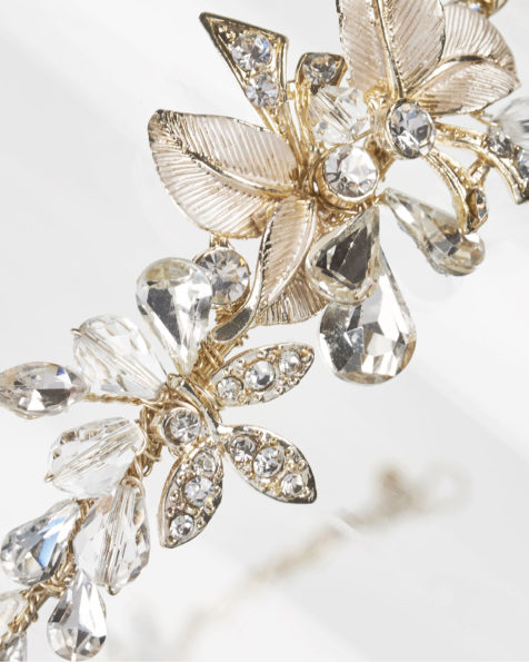 Metal and crystal bridal diadem, in gold. 2019 MARTHA_BLANC Collection.