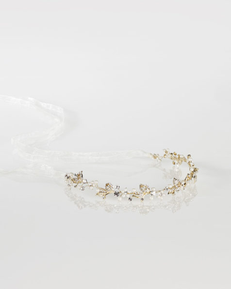 Metal and crystal bridal diadem with organza ribbon, in gold. 2019 MARTHA_BLANC Collection.