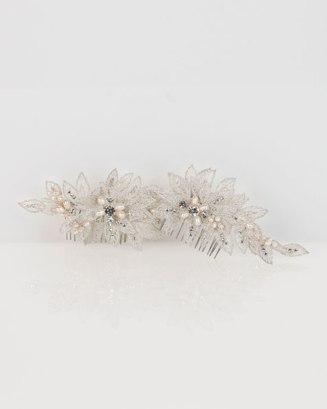 Set of lace and crystal bridal mantilla combs, in silver/natural (2 units). 2019 MARTHA_BLANC Collection.