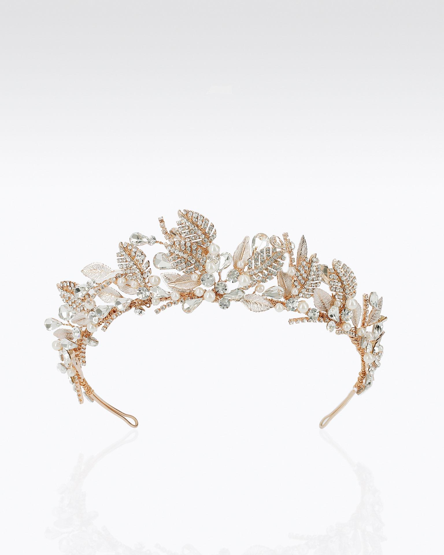 Coroa de noiva de cristais e metal. Disponível em prateado e rosé. Coleção MARTHA_BLANC 2019.