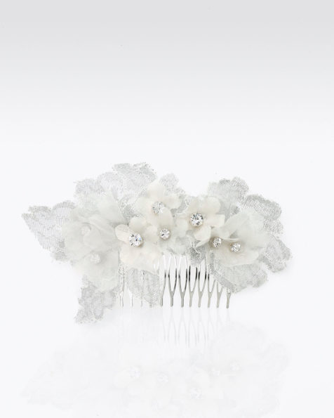 Bridal mantilla comb with flowers and beadwork detail. Available in silver. 2019 MARTHA_BLANC Collection.