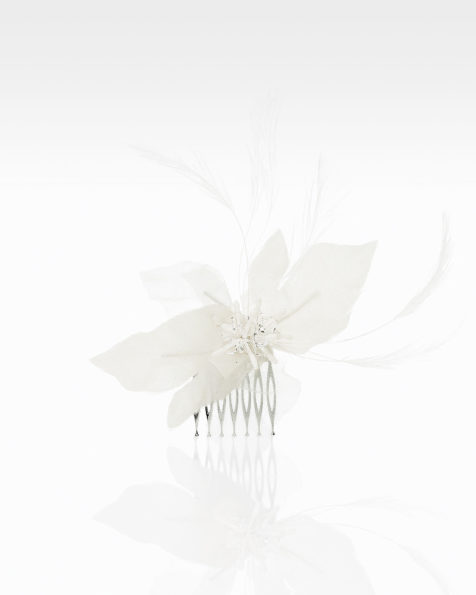 Bridal mantilla comb with flowers, rooster feather and beadwork detail. Available in natural. 2019 MARTHA_BLANC Collection.