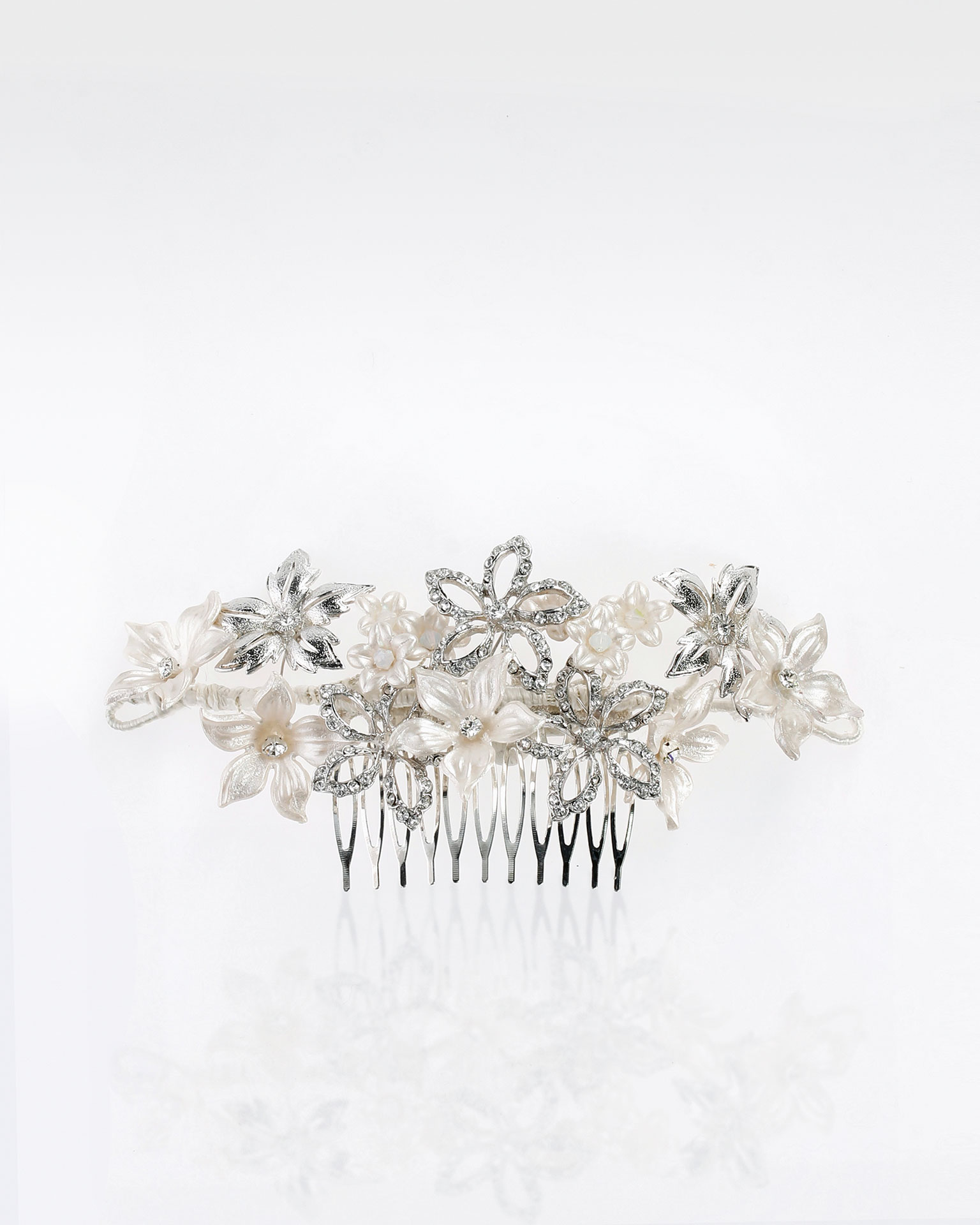 Bridal mantilla comb with resin flowers, metal and crystal detail. Available in natural. 2019 MARTHA_BLANC Collection.