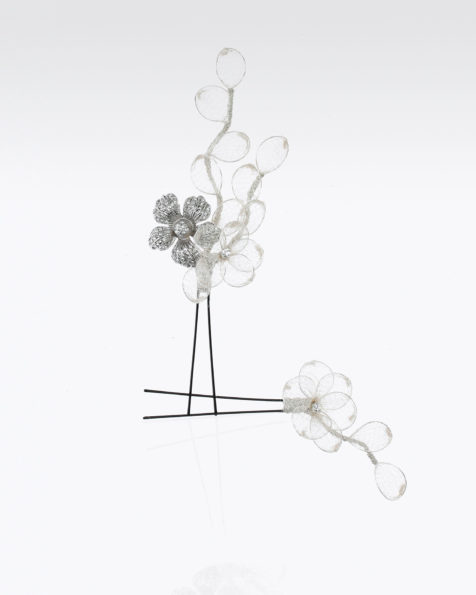Long bridal hairpin with metal flowers; 2 units. Available in silver. 2019 MARTHA_BLANC Collection.