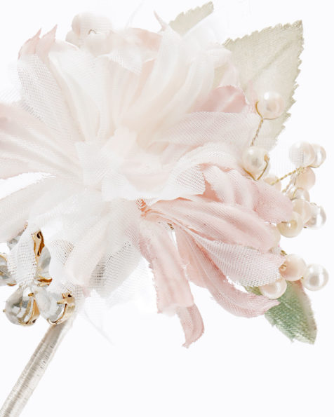 Long bridal hairpin with flower and beadwork detail. Available in pink. 2019 MARTHA_BLANC Collection.