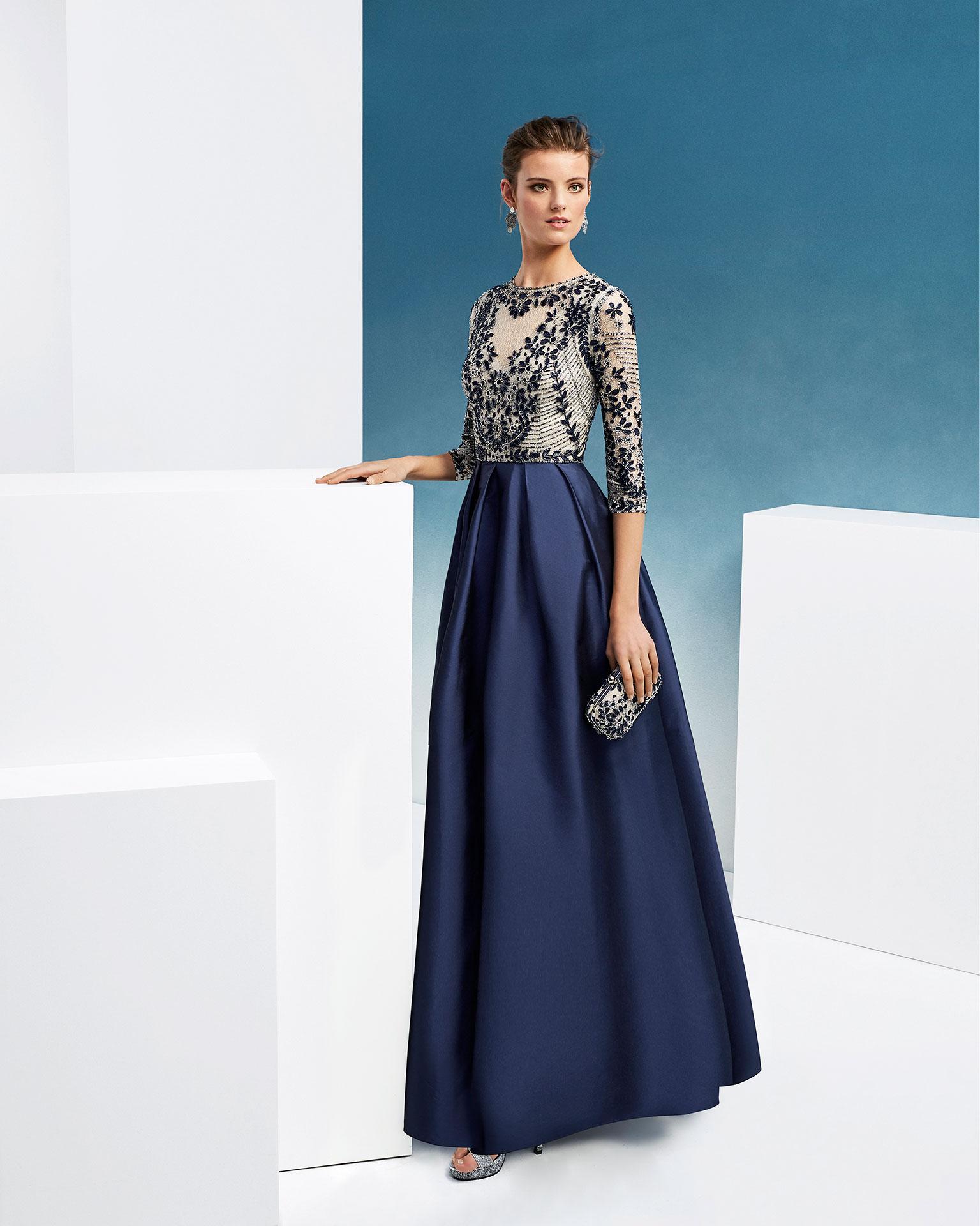 .2019 مجموعة فساتين FIESTA AIRE BARCELONA فستان لحفل الكوكتيل ذو تصميم كلاسيكي من التفتا المزيّن بالخرز. بكمّ ثلاثة أرباع وتقويرة عالية.