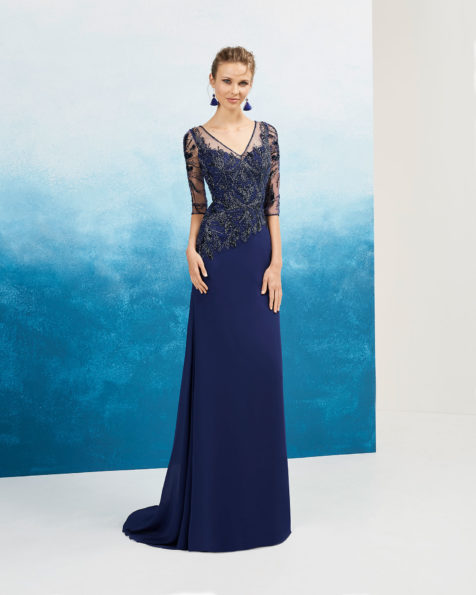 Crepe Georgette cocktail dress. Beaded lace bodice, V-neckline and french sleeves. Available in navy blue, smoke/nude   and pink. 2019 FIESTA AIRE BARCELONA Collection.