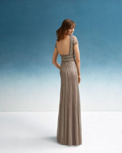 珠饰鸡尾酒会礼服。V领方形后背配短袖设计。 FIESTA AIRE BARCELONA 新品系列 2019.