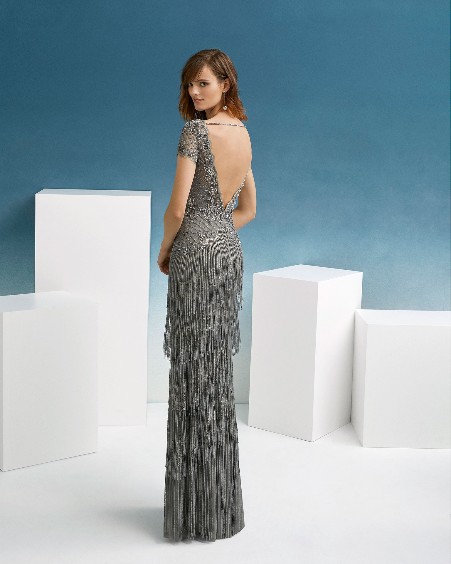 Beaded cocktail dress. With V-neckline, long sleeves and beaded fringed skirt. 2019 FIESTA AIRE BARCELONA Collection.