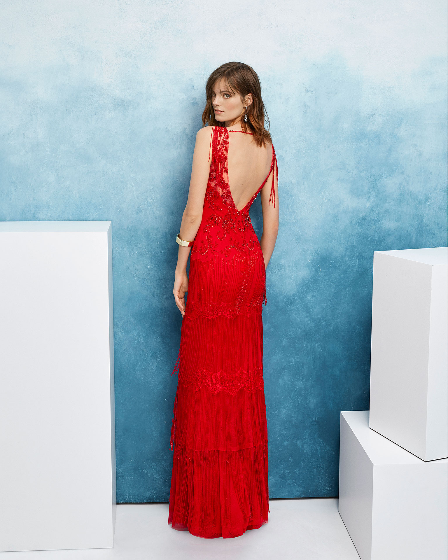 Beaded cocktail dress. With deep-plunge neckline and fringed skirt and sleeves. 2019 FIESTA AIRE BARCELONA Collection.