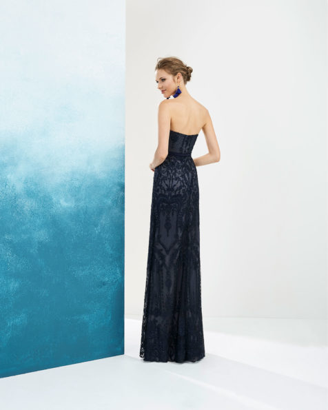 Beaded lace cocktail dress and tulle shawl. Sweetheart neckline and low back. Available in navy blue/silver and red. 2019 FIESTA AIRE BARCELONA Collection.