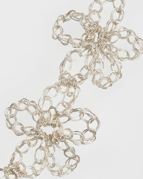 Lara jewelled flower-design silver wire and pearl headpiece, in silver. 2019 AIRE BARCELONA Collection.