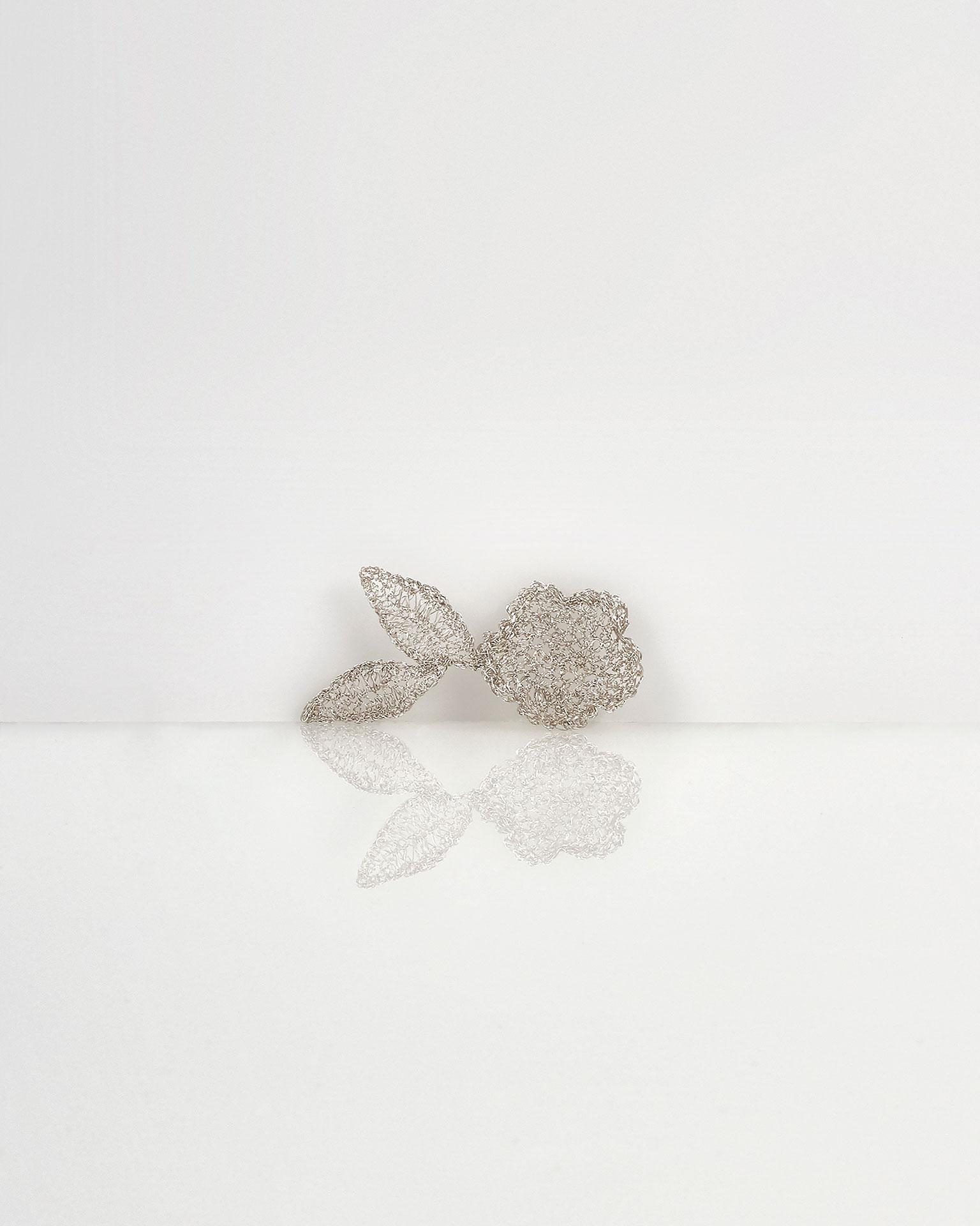 Toucado joia Leire de folhas em fio de prata e cristal, em prateado. Coleção AIRE BARCELONA 2019.