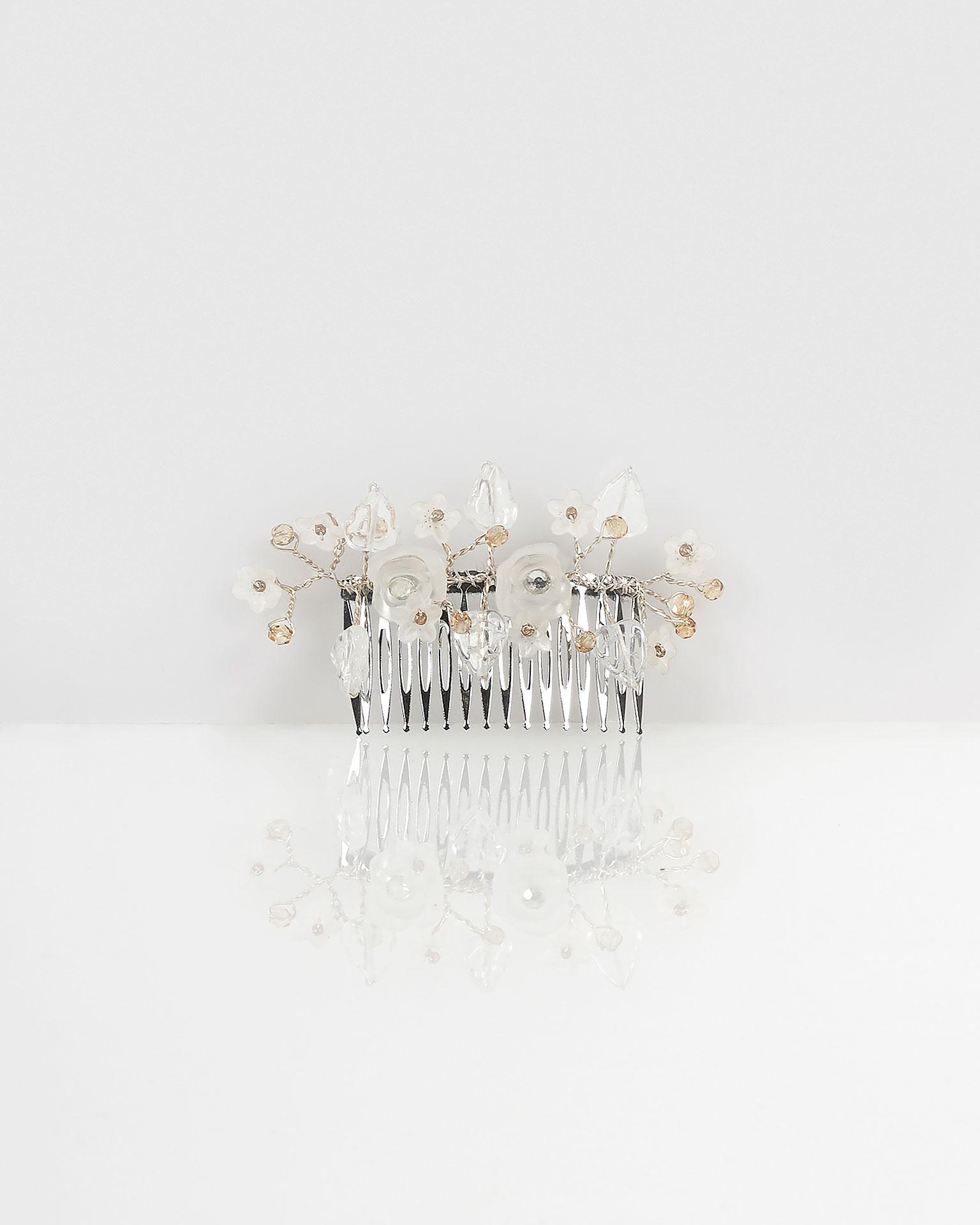 Travessa joia Lorena de fio de prata, em cor natural. Coleção AIRE BARCELONA 2019.