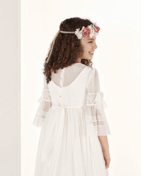 Princess-style First Communion dress in printed tulle. With empire waist. Available in natural. 2019 AIRE COMUNION Collection.
