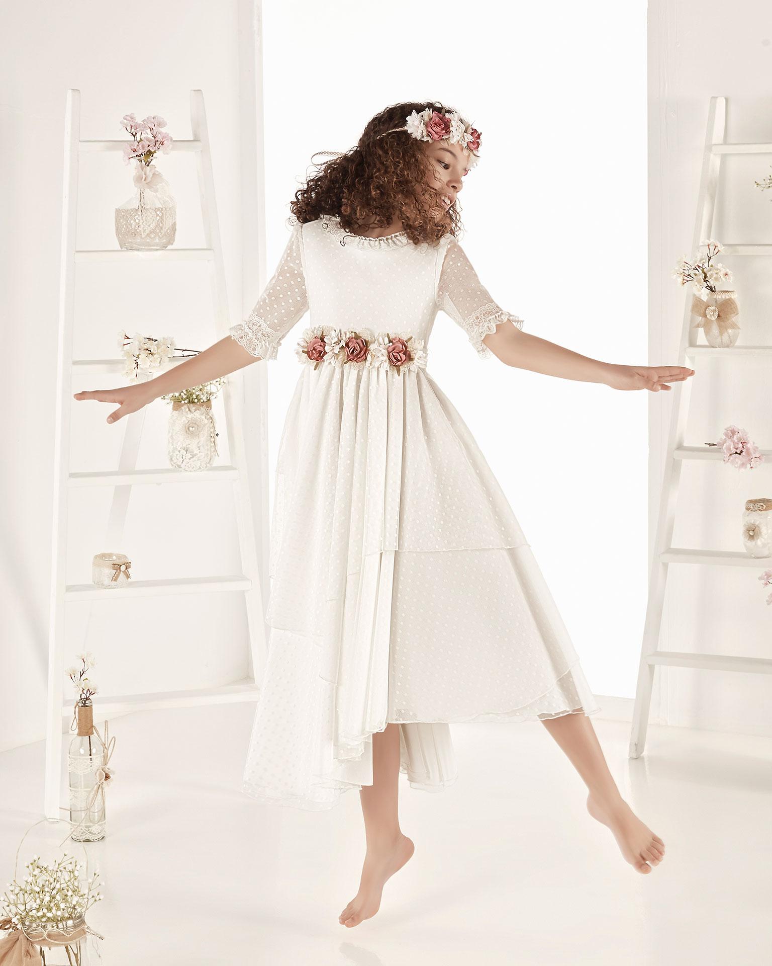 .2019 مجموعة فساتين AIRE COMUNION فستان للمناولة الأولى ذو تصميم للأميرات من التل المنقّط ذي التصميم الغجري. مع خصر عالي. باللون الطبيعي.