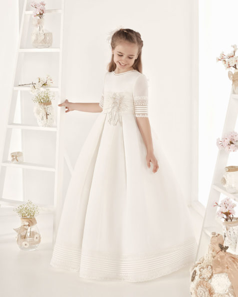 Classic basketweave First Communion dress. With empire waist. Available in ivory. 2019 AIRE COMUNION Collection.